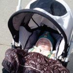 雨の降る寒い日にベビーカーを押した放置子が「赤ちゃんがいるので、家に入れて下さい。赤ちゃんが濡れちゃう」