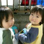 預かった義姉の双子ちゃんが どっちがどっちかわからなくなった。「次女に薬飲ませて」って頼まれてたのに… 私「とりあえずオムツ替えるか」→ 衝撃の問題解決wwwww