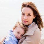 実母の遺影を毎日拝んでいた夫の連れ子(4歳)が「お母さんに会った」と言う。幻だと思っていたが、公園に行くと・・・ → 私は復讐を決意した。。