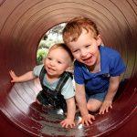 2歳息子と滑り台をすべろうとしたら、6歳ぐらいの男の子が「なんだよお前ー!お前、何歳だよ!?」