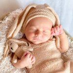 和裁の荷物の中に、首のすわっていない赤ん坊が紛れ込んでいた