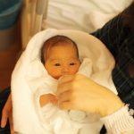 出産後の入院中、赤ちゃんに着せる予定のおくるみ等がなくなった。犯人は隣の部屋で同日に出産したAだった。